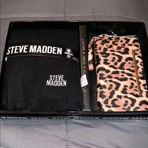 BNWT STEVE MADDEN 2PC SET